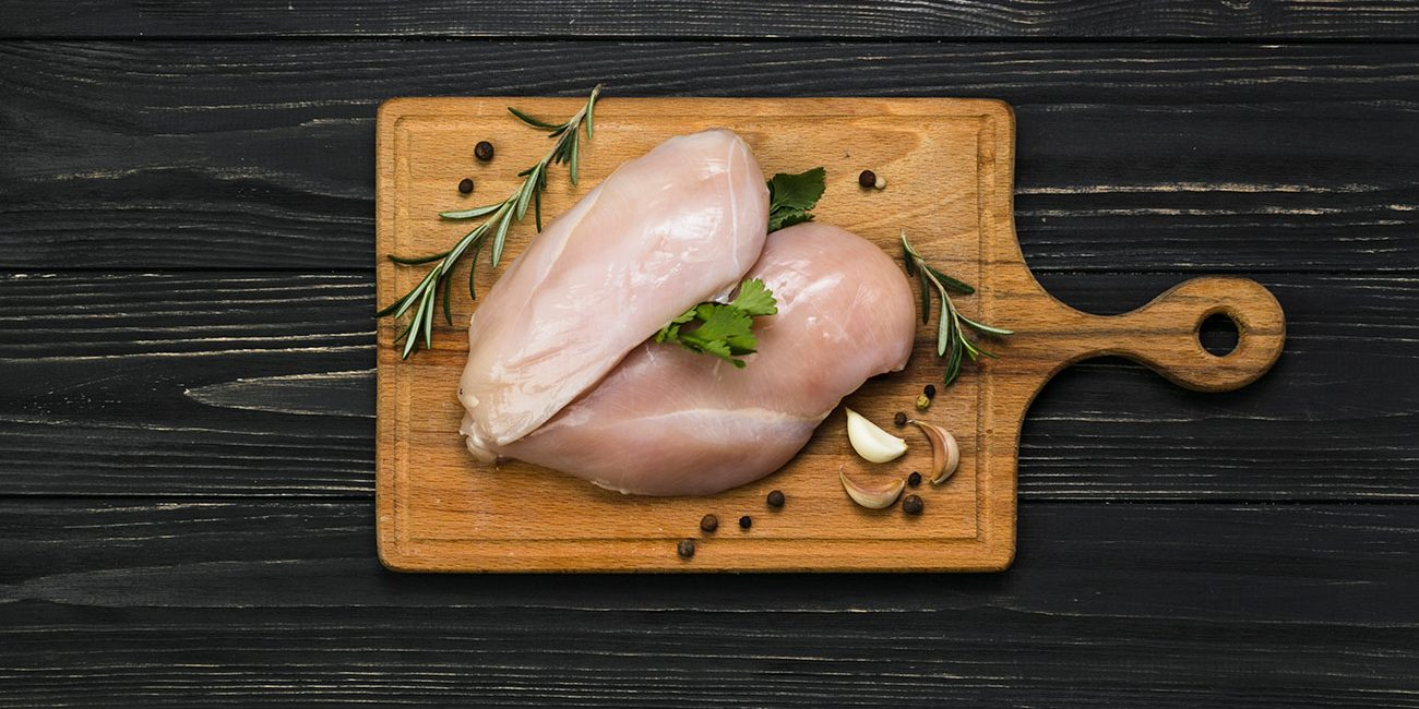4 Simple Ways to Tell If Raw Chicken Has Gone Bad - Chef ...